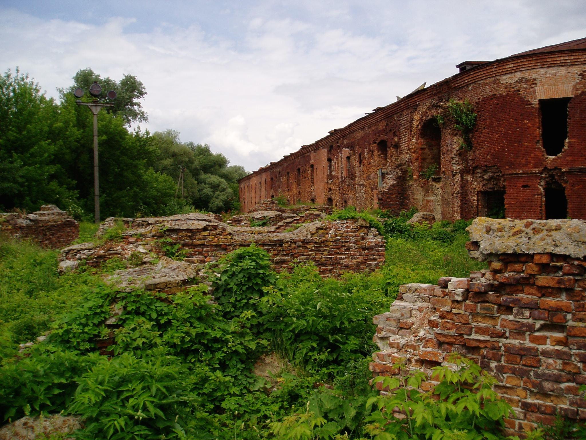 Брестская крепость - руины
