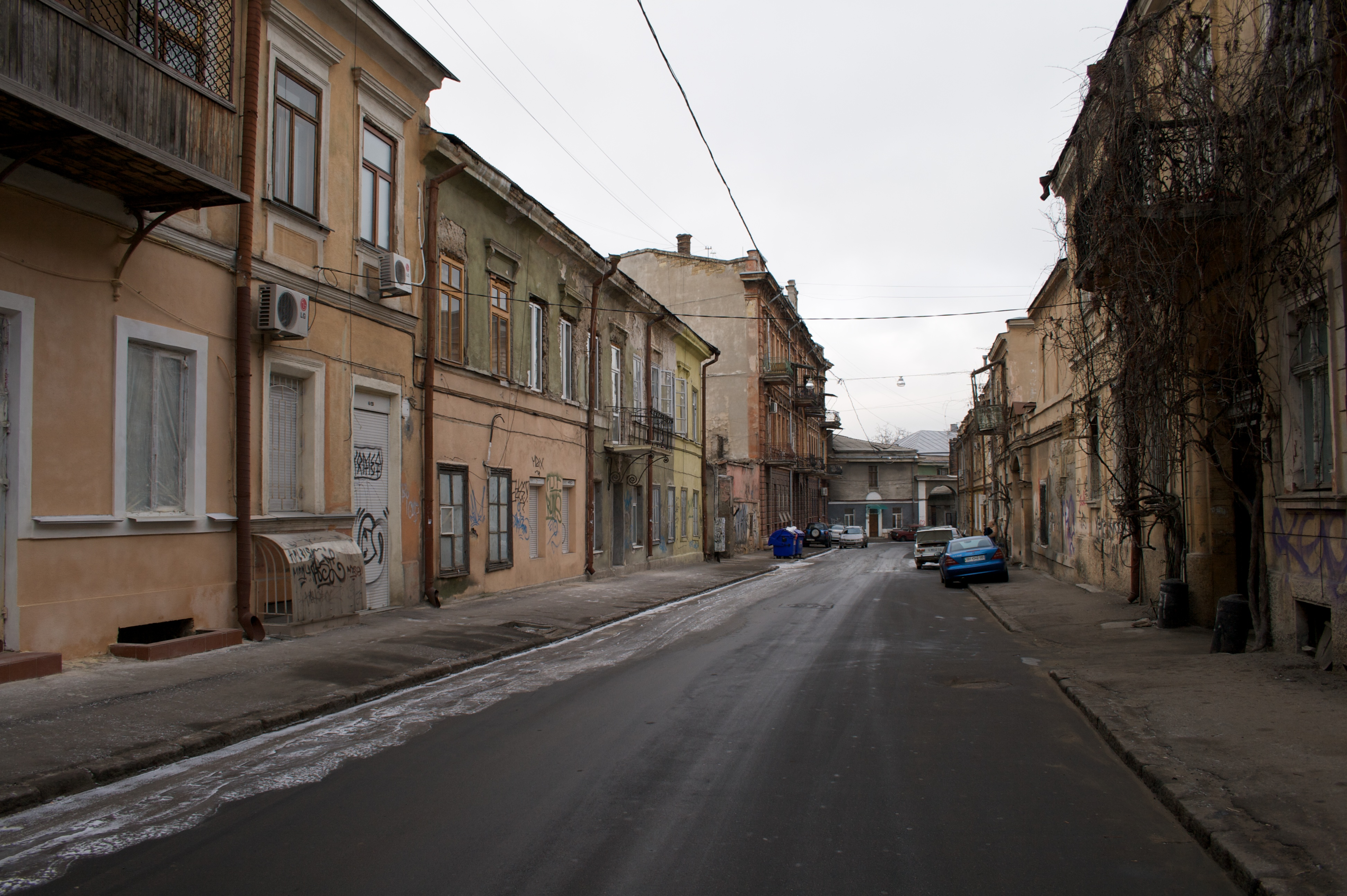 Улица видавшая виды