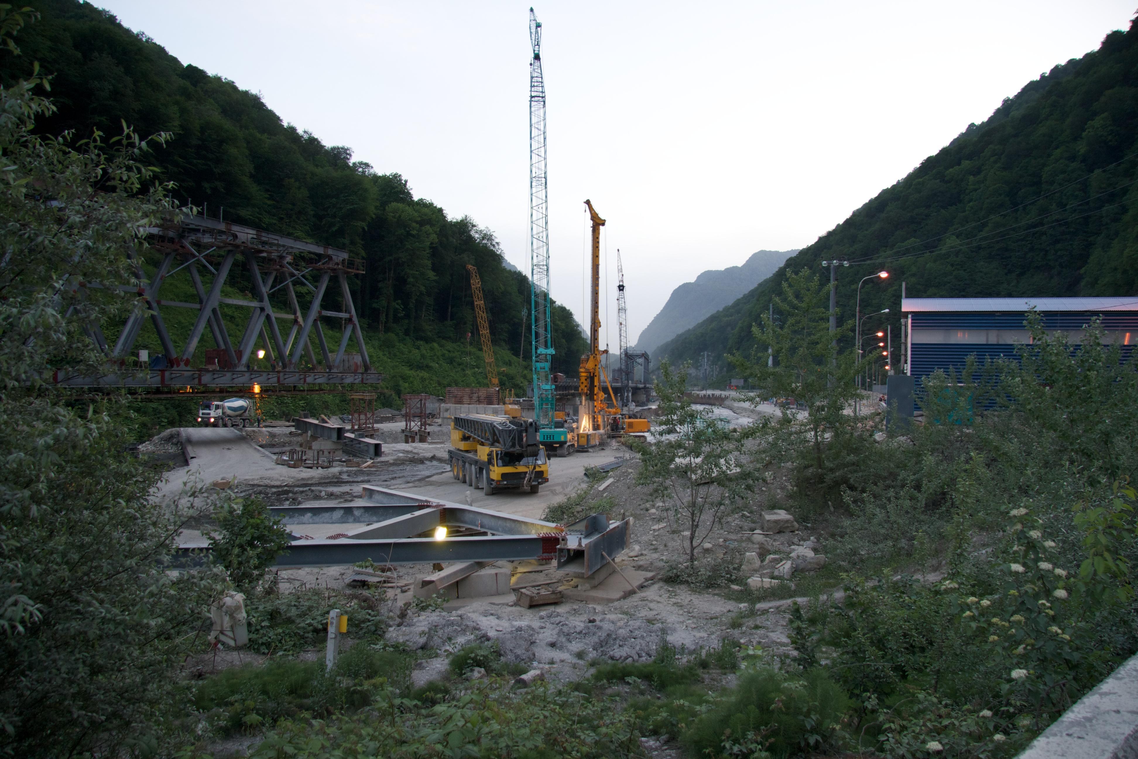 РЖД строит дороги в ущелье